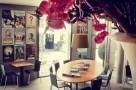 toneelschuur cafe leestafel en filmposters