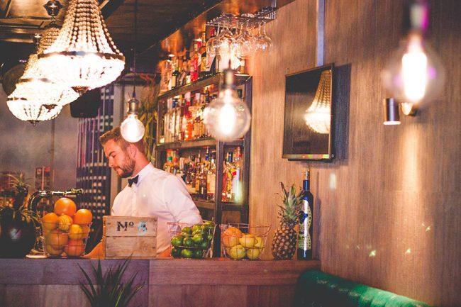 Bar number 5 hier zit de 5 altijd in de klok haarlem city blog - Feestelijke bar ...