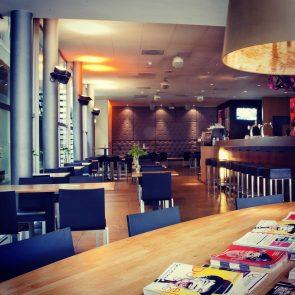 toneelschuur-cafe-leestafel